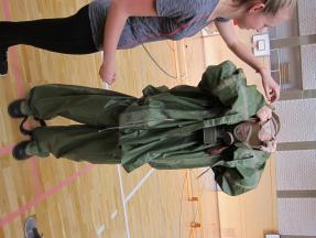 Branná výchova - protichemický oblek